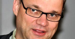 Juha Sipilä. Alkuperäinen kuva: Soppakanuuna / Creative Commons CC BY-SA 3.0