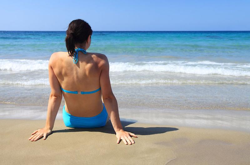 Byggmaxin mainostamiseen tarvittavaa hiekkaa voi saada haaroihinsa esimerksiksi uimarannalla.