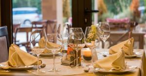 Kuvan ravintolassa tarjotaan varmasti oikeasti hyvää ja kallista ruokaa.
