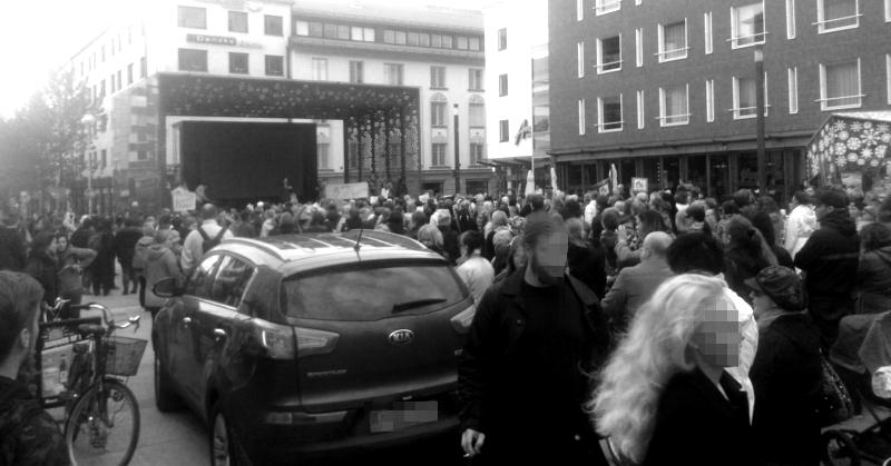 Mielenilmaus varhaiskasvatuksen puolesta keräsi suuren ihmisiä Oulun Rotuaarin aukiolle.