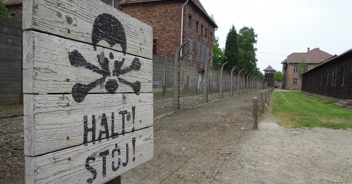 Natsit rankaisivat joukkomurhilla syyttömiä.