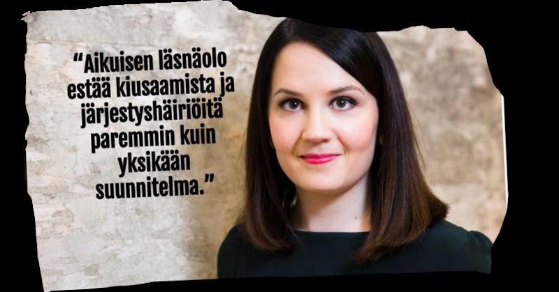 Opetus- ja kulttuuriministeri Sanni Grahn-Laasonen (kok) ilkkuu lapsiasiavaltuutetulle.