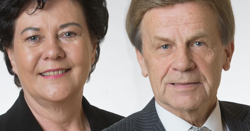 Kansanedustajat Aila Paloniemi (kesk) ja Mauri Pekkarinen (kesk). Kuvat: Eduskunta.