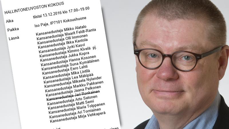 Kansanedustaja Kimmo Kivelä (ps) johti puhetta Yleisradion hallintoneuvoston kokouksessa 13.12.2017.