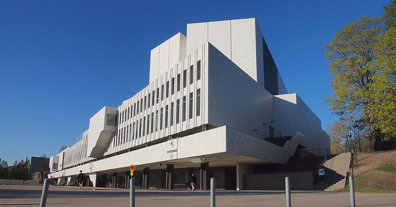 Finlandia-talo. Kuva: DreferComm / Wikimedia Commons. CC BY-SA 3.0.