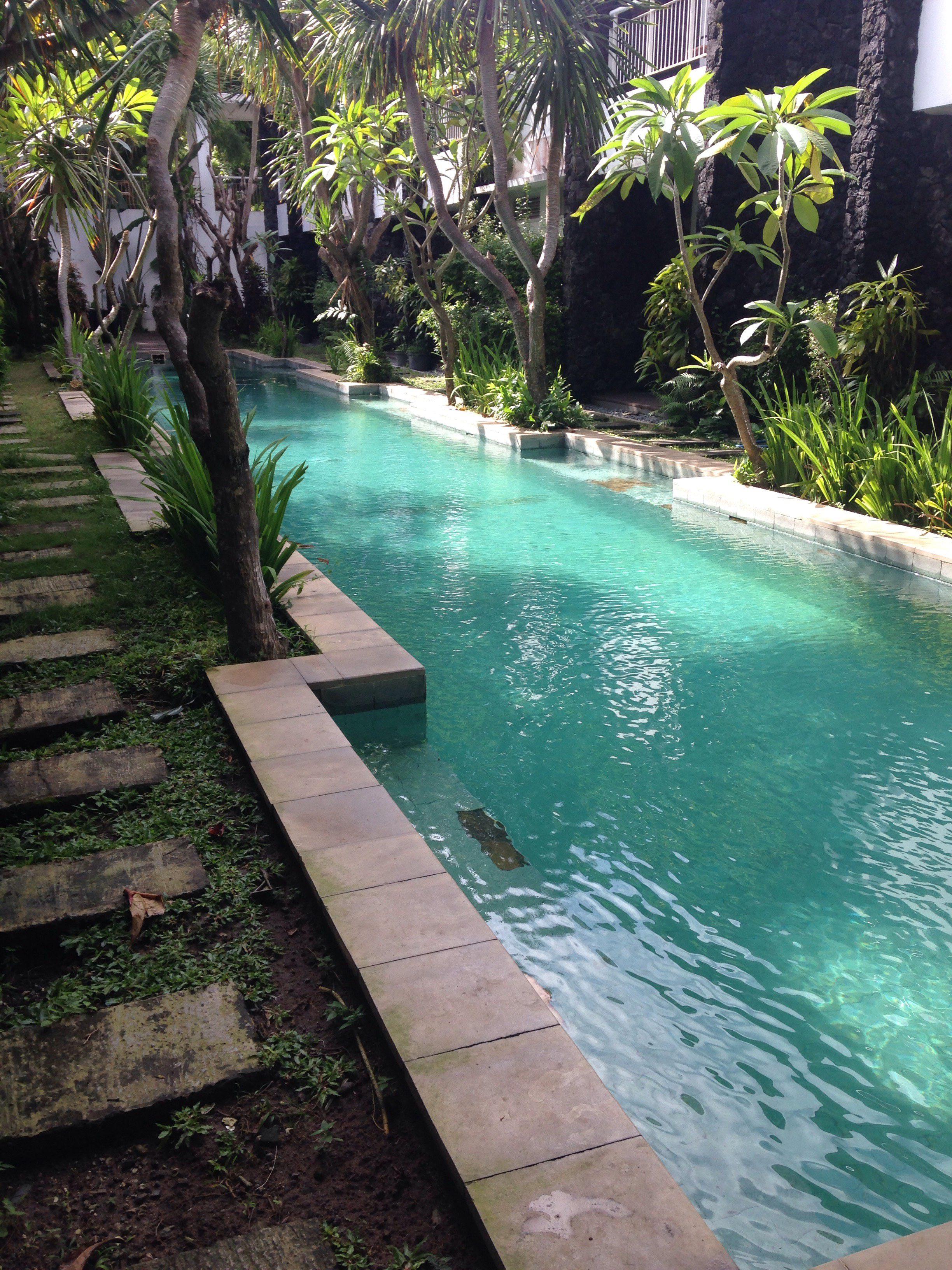 Bali ja Sanur tarjoavat parempiakin uima-altaita.