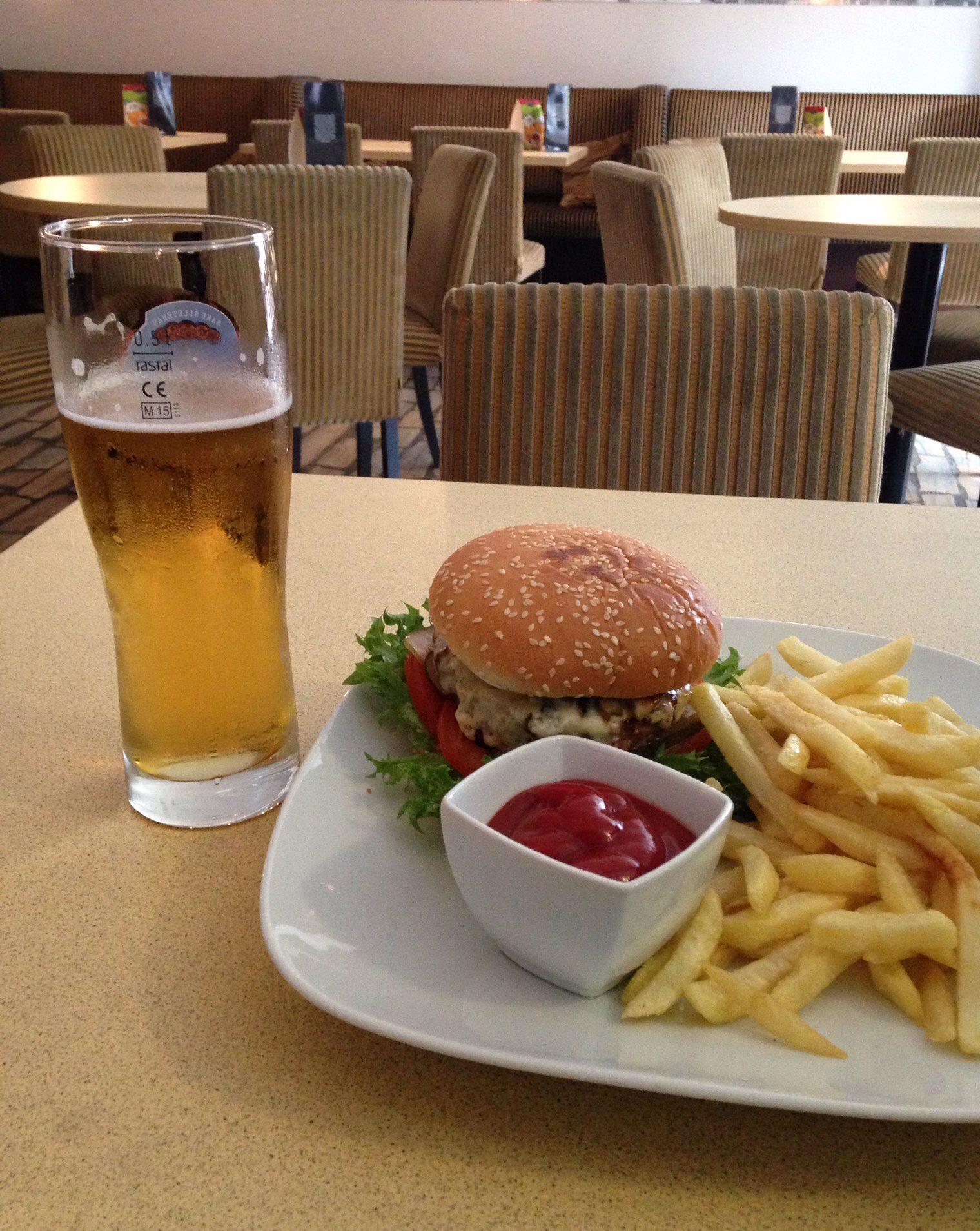 City Pub käy myös syömiseen.