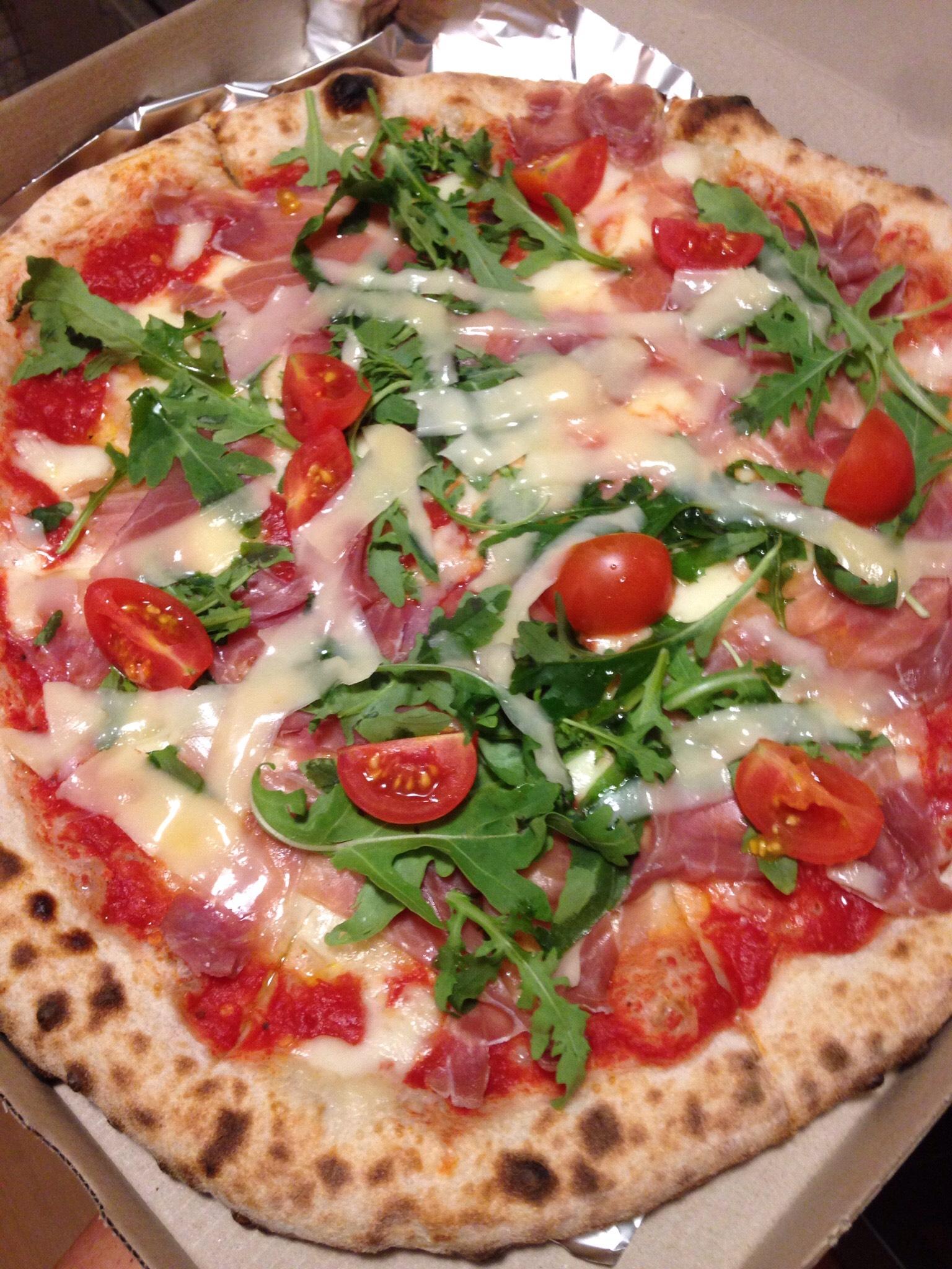 Pizza on hyvää, vaikkei koviin serbialainen ruoka. (IL)