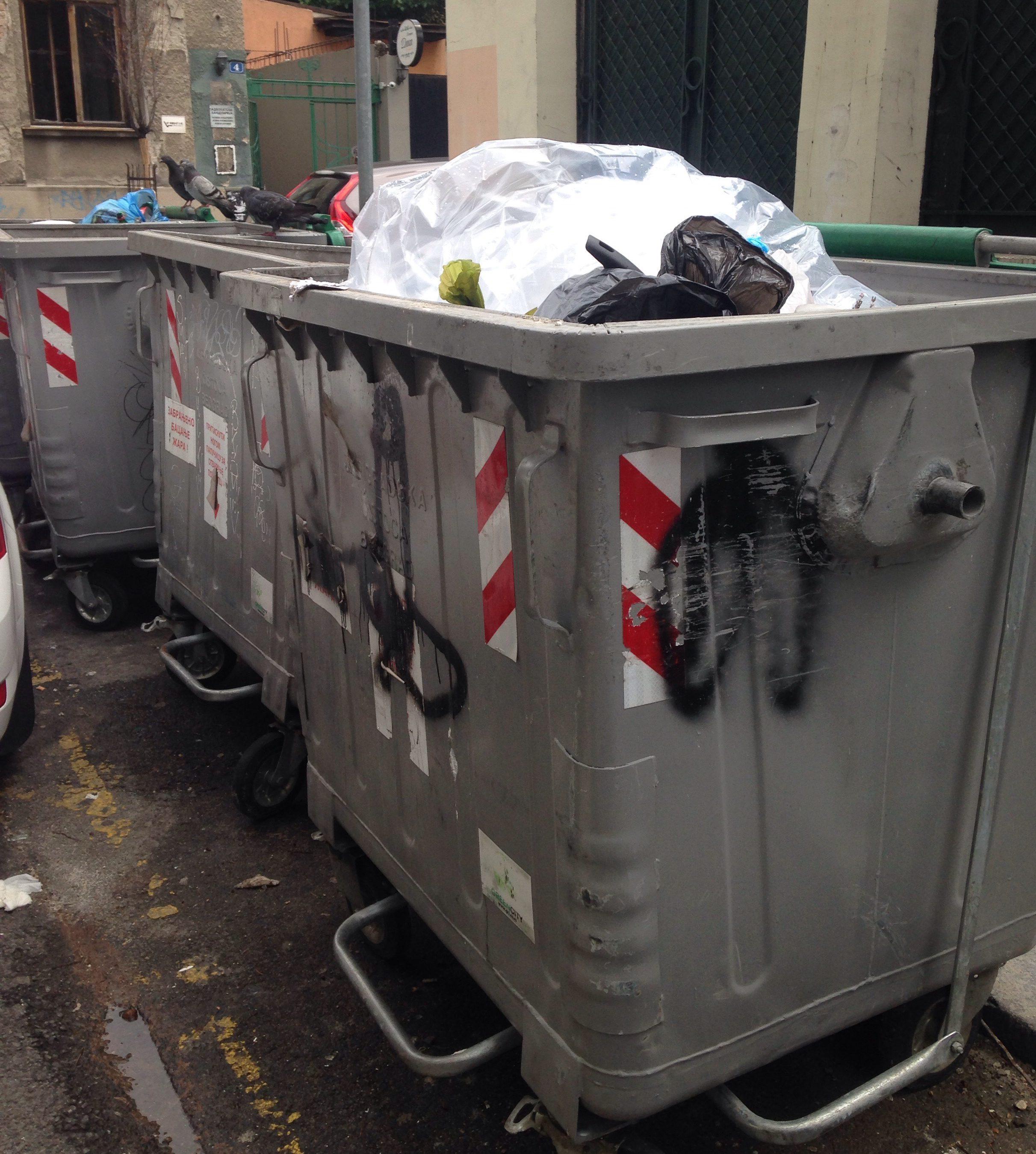 Myös verkkokauppa tuottaa jätettä.