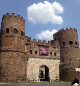 Ostiaan pääsee Porta di San Paolon asemalta.