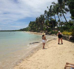 Fidzillä reppu jäi laivaan, kun lähdimme rannalle.