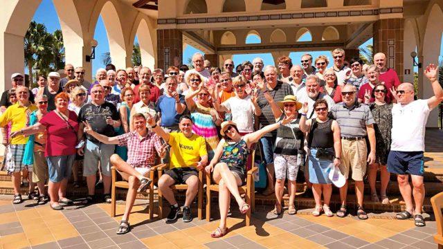 Tärkein ohjelma Seura lukijamatkalla oli auringossa rentoutuminen, hotellin antimista nauttiminen ja jutustelu hyvällä huumorilla.