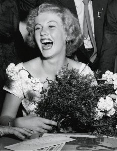Armi Kuusela voitti Miss Universum -kilpailun vuonna 1952. Kuva: Yhtyneiden Kuvalehtien kuva-arkisto/SKOY.