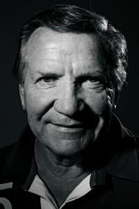 """""""En minä itseäni kosmopoliitiksi laske, vaikka olen paljon maailmaa kiertänyt"""", Eino Grön sanoo. Kuva: Pekka Nieminen."""