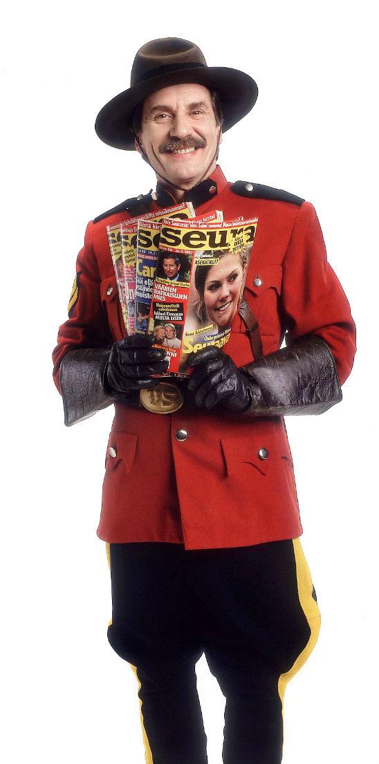 Ratsupoliisi King heräsi eloon Seuran mainoksissa Erkki Liikasen hahmossa. KUVA: KARI SANTALA/SKOY