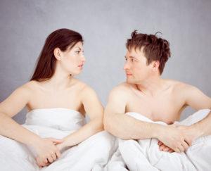 Seksiongelma jäytää usein parisuhdetta.