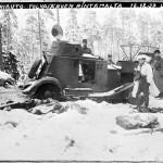 Tolvajärvellä saavutettu voitto nosti suomalaisten taistelumoraalia olennaisesti. Kuvassa viholliselta Tolvajärvellä vallattu panssariauto. Kuva: SA-kuva.