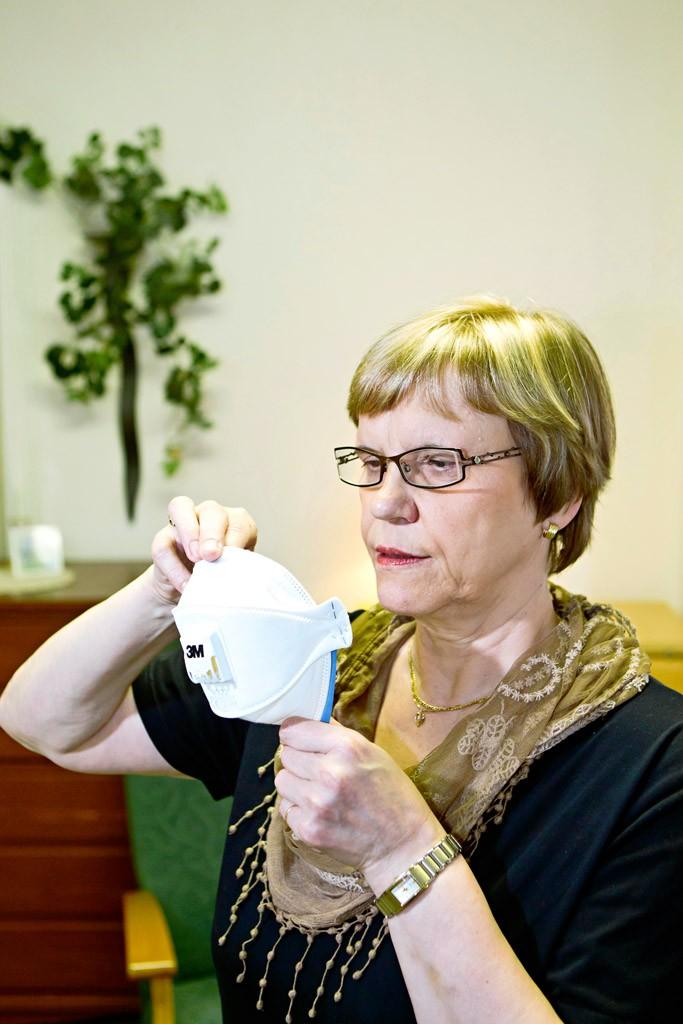 """""""Haistan kosteusvauriot, voisin ryhtyä homekoiraksi"""", Marita Männikkö hymähtää."""