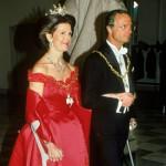 Edes kyynersauvat eivät himmentäneet Silvian eleganssia vuonna 1990, kun vietettiin Tanskan kuningatar Margareetan 50-vuotispäiviä.