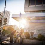 Työttömiä kreikkalaisia Emporiki Bankin edustalla Ateenassa toukokuussa 2012.