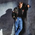 KATSE PERÄPEILIIN Nuorisoidoli oli kadota suuren lentäjänrotsin ja porkkanan mallisten farkkujen sisään vuonna 1992.