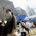 Hongkongilaiset torjuivat maskeilla SARS-virustartuntaa toukokuussa 2003.