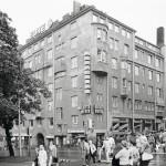 Enemmistökommunistit tekivät vähemmistön kustannuksella hyvän tilin Helsingin keskustassa sijaitsevan Koiton talon kaupoilla. Nyt sen yläkerrassa on Rkp:n puoluetoimisto.