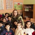 Rehtori Iskra Markova toivoo lapsilleen vain hyvää. Viattomat lapset eivät vielä tiedä kavalasta maailmasta.