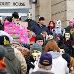 Anonymous-naamiot olivat paikalla, kun oikeus käsitteli Steubenvillen pikkukaupungissa tehtyä teinitytön raiskausta joulukuussa 2012. Liikkeellä oli keskeinen rooli tapauksen paljastamisessa.
