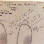 Piirustuksia Vantaan vankilan sellin ilmoitustaululla. Jari Aarnio istuu tutkintavankeuttaan Vantaan vankilassa.