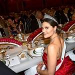 Victoria edusti säteilevän kauniina Nobel-illallisilla viime joulukuussa.