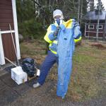 Jyrki Jylhä joutuu pitämään hengitysmaskia aina mukanaan. Jylhän työhaalareista on mitattu hyvin korkeita elohopeapitoisuuksia.