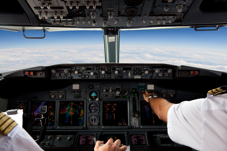 Lentokoneen kapteeni voi tehdä evakuointipäätöksen.
