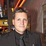 Ex-uimari Jani Sievinen on syntynyt 31.3.1974, eli hän on horoskooppimerkiltään oinas.