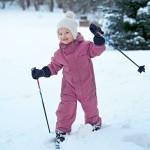Estelle pääsi hiihtämään ihan kotikulmilla, Hagan linnan puistossa Tukholmassa.