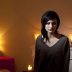 Pinja Toikka kävi vuonna 2011 Helsingin medialukion ensimmäistä luokkaa. Jo ala-asteella iskä sai aina lukea ensimmäisenä hänen kirjoittamansa tarinat.