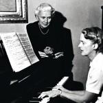 Sibeliuksen tyttäret Eva Paloheimo, Kaarina Tepon isoäiti, ja Katarina Ilves vuonna 1995 Ainolassa.