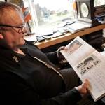 Kyröskosken suurlavan vieraskirja on Reinolle muistojen aarrearkku. Katri Helena on kirjoittanut vieraskirjaan terveisensä.