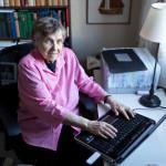 Maire Gustafsson on kirjoittanut päiväkirjaa joka päivä 70 vuoden ajan. Hän olisi halunnut vanhoilla päivillään ryhtyä myös bloggaamaan.