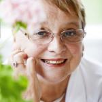 Marita Palander on kielitaitoinen kosmopoliitti, joka ironista kyllä teki suomalaisista tuulipukukansan.