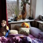 Kolmevuotias Dima asuu yhä vanhempiensa kanssa Donetskin lentokentän läheisellä asuinalueella Oktjabrskissa.