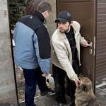 Aleksanderin siskonmies Pasha kieltäytyy muuttamasta minnekään Donetskin lentokentän läheiseltä omakotitalo-alueelta. Hän jäi paikalle henkensä uhalla jopa tammikuun kiivaiden taisteluiden ajaksi.