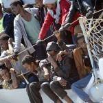 Pakolaisia Salernon satamassa Italiassa 22.4.2015.
