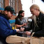 """""""Saisinkohan nimikirjoituksen"""", amerikkalainen Nightwishin ystävä tiedustelee basistilaulaja Marco Hietalalta."""