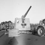 Saksalaisilta vallattu tykki Tornion-Kemin maantiellä 3. lokakuuta 1944.