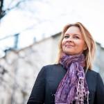 """Anna Kortelainen pahoittelee sitä, että Suomessa katkotaan perinteitä kaksin käsin. """"Puretaan vanhoja rakennuksia, ja heitetään pois sitä vähäistäkin perintöä, mitä meillä on. Jos jossain on jäljellä vielä hauraita säikeitä, niistä täytyy pitää kiinni."""""""