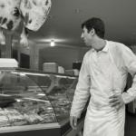 Halal-lihakauppa Istanbulissa huhtikuussa 2012. Suomessa halal-liha rökittää hintakilpailussa markettien valikoimat.