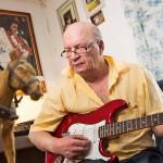 Kaukon veli Jaakko Niskanen muistelee veljeään soittamalla tämän suosikkeja Elvistä ja Katri Helenaa. Kauko piti myös lauluista Rakastan elämää ja Miksi kohtalo mulle niin katkera on.