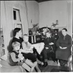 Radiota kuunneltiin talvisodan aikana tiiviisti, vaikka vastaanottimia ei ollut läheskään joka kodissa.