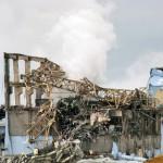 Fukushiman ydinvoimalaonnettomuudessa tapahtui vetyräjähdyksiä, jotka rikkoivat ydinvoimalan suojarakennusta ja levittivät radioaktiivista laskeumaa lähialueelle. Kuva vuodelta 2013.